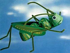 Insectos con material reciclado y pintura