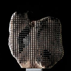 rock sculptor: pinuccio-sciola  see video:  http://www.youtube.com/watch?v=v7uq3q8f7zM