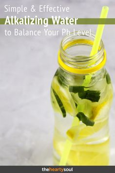 If you?re having skin issues inflammation in the body or looking up ways for restoring your gut flora an alkaline diet plan will tremendously help you. The PH balancing ingredients in this alkalizing water recipe will assist in clearing your skin (fast Week Detox Diet, Dietas Detox, Detox Diet Drinks, Lemon Detox, Detox Diet Plan, Cleanse Diet, Stomach Cleanse, Dukan Diet Plan, Alkaline Diet Plan