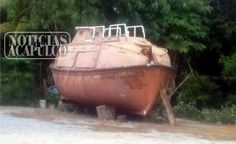 """EJERCITO ASEGURAN UN NARCO-SUBMARINO EN EL MUNICIPIO DE LA UNION DE GUERRERO!!!  Joluta La Unión Isidoro Montes de Oca Guerrero, a 21 de septiembre de 2016.- La arde de ayer martes, efectivos de la Armada de México, encontraron una embarcación tipo """"submarino"""", en el interior de un rancho de la..."""