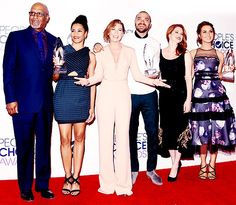 Grey's Anatomy cast at the People's Choice Awards 2014. James Pickens Jr (Richard Webber), Kelly McCreary (Maggie Pierce), Ellen Pompeo (Meredith Grey), Jesse Williams (Jackson Avery), Sarah Drew (April Kepner) & Camilla Luddington (Jo Wilson).