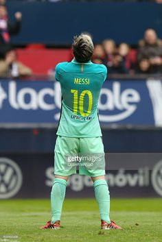 Barcelona's Argentinian forward Lionel Messi stands during the Spanish league football match CA Osasuna vs FC Barcelona at the Reyno de Navarra (El Sadar) stadium in Pamplona on December 10, 2016. / AFP / CESAR