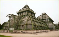 The Schönbrunn Palace Palm House in Vienna, Austria is one of the world's oldest palaces. Beautiful Architecture, Beautiful Buildings, Architecture Details, Victorian Greenhouses, Parks, Atrium, Winter Garden, Construction, Botanical Gardens