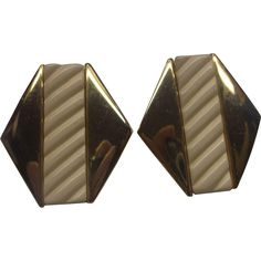 Napier Cream Plastic Gold Tone Screwback Earrings 1980s