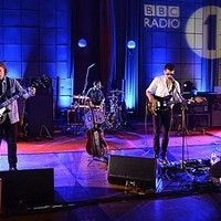 Arctic Monkeys - Hold On (We're Going Home) (Drake Cover @ BBC Radio 1's Live Lounge)