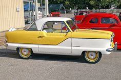 metro -- My mother's first car was a 1952 Nash Rambler -- looked just like this but was about 4 times bigger.
