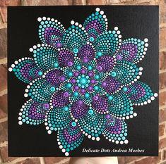Een van een soort handgeschilderde Mandala geschilderd op een 8 x 8 inch doek paneel. Geschilderd met hoge kwaliteit acrylverf. Perfect voor thuis of op kantoor. Verzegeld ter bescherming van uw kunst voor de komende jaren. Kleuren op het scherm weergegeven kunnen enigszins