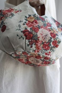 로즈부케 린넨 라운드가방 : 네이버 블로그 Unique Bags, Simple Bags, Easy Bag, Purse Organizer Pattern, Diy Handbag, Linen Bag, Purse Organization, Fabric Bags, Handmade Bags