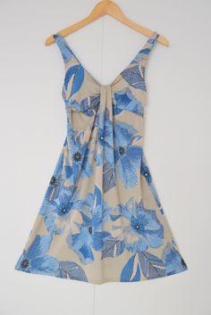 Zomer jurk met blauw en beige tinten Merk: Catherine C Maat: S shop via https://shop.beautytalk.be/product/zomer-jurk-blauwbeige/