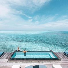 Maldives is always a good idea ✈️ Picture by @doyoutravel at @fsmaldives  #Deriwe #FourSeasons