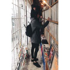 con leggins a todas partes porque soy una princesa y puedo  #vscopolska #vscopoland #vscocam #vsco #vscowarsaw #putavinylinyourlife #vscovinyl #vinylstore by bonitapietila
