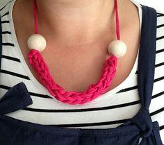 http://blog.lovecrochet.com/how-to-crochet-i-cord-with-kath-webber/?utm_source=instagram&utm_campaign=25022017_instagram_kathwebbernecklace&utm_medium=post&utm_content=WW