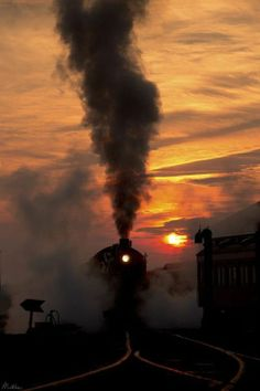 Sunrise and steam locomotive, Strasburg, Pennsylvania lookat sunset & train a dark silouette . Locomotive Diesel, Steam Locomotive, Train Tracks, Train Rides, Train Silhouette, Old Trains, Vintage Trains, Train Pictures, Steam Engine