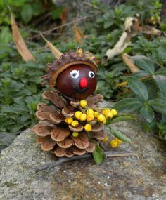 Handicrafts in the fall crafts ideas pine cones chestnuts men Susannes Cheap Fall Crafts For Kids, Fall Crafts For Adults, Easy Fall Crafts, Fall Diy, Diy For Kids, Plate Crafts, Decor Crafts, Fun Crafts, Pine Cone Crafts