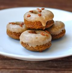 Gingerbread Donuts from Fat Girl Trapped in a Skinny Body Köstliche Desserts, Delicious Desserts, Dessert Recipes, Yummy Food, Mini Donuts, Doughnuts, Baked Donuts, Mini Muffins, Eclairs