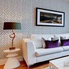 Essayez les pochoirs de mur au lieu de papier peint cher ! Cutting Edge pochoirs…