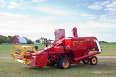 Lenwood Holo's Massey Harris Test Combine – napdesign photography Vintage Tractors, Vintage Farm, Farm Pictures, Vintage Pictures, Old Farm Equipment, Outdoor Power Equipment, Agricultural Implements, Harvest Day, Farm Day