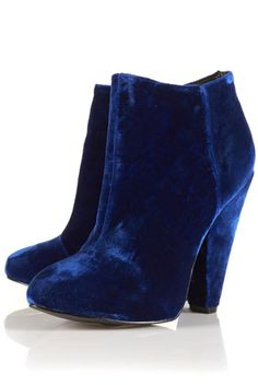 If these were the blue suede shoes Elvis was talking about, I wanna go shopping with him!