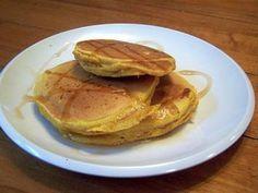Das perfekte Amerikanische Pancakes-Rezept mit Bild und einfacher Schritt-für-Schritt-Anleitung: Eier trennen. Das Eigelb mit dem Mehl, Backpulver und der…