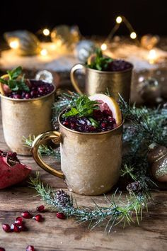 Festive cocktails - here are the perfect drinks for the holidays! - Fresh ideas for the interior, decoration and landscape - Festive cocktails for Christmas and New Year& Eve the Russian mule spicy in taste with vodka - Festive Cocktails, Cocktail Drinks, Fun Drinks, Yummy Drinks, Vodka Drinks, Cocktail Recipes, Alcoholic Drinks, Pomegranate Cocktails, Pomegranate Juice