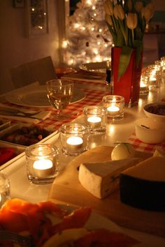 Google Image Result for http://i-cdn.apartmenttherapy.com/uimages/re-nest/holiday_table_setting.jpg