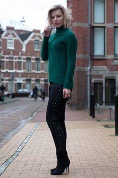 RED REIDING HOOD: Fashion blogger wearing black skinny lace up jeans Zara knitted green mohair turtleneck sweater H&M Trend knitwear knit jumper rock chic streetstyle model off duty