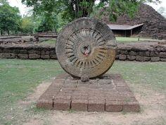 Image from https://southeastasiankingdoms.files.wordpress.com/2013/03/cakra-wheel.jpg.