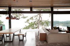Plush area rug. Pendant light fixture. Plush Area Rugs, Fantasy House, Piece A Vivre, Pendant Light Fixtures, Modern Homes, House Interiors, Dream Houses, Dining Rooms, Home Interior Design
