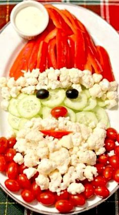 Santa Veggie Tray ~ It will sure impress the crowd and best of all, it doesn't. Santa Veggie Tray ~ It will sure impress the crowd and best of all, it doesn't take longer than a few minutes to put together! Christmas Party Food, Xmas Food, Christmas Appetizers, Christmas Cooking, Christmas Treats, Christmas Foods, Christmas Veggie Tray, Christmas Desserts, Kids Christmas