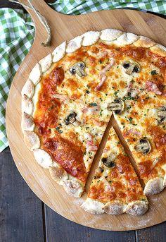 Pizza otoñal, preciosa con el detalle de las hojas alrededor que perfección, es una plato que hago mucho los fines de semana.