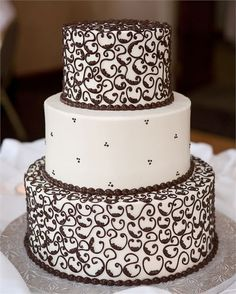 White and brown detailed wedding cake