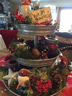 Christmas Christmas Kitchen, Primitive Christmas, Country Christmas, All Things Christmas, Christmas Home, Christmas Holidays, Christmas Design, Christmas Centerpieces, Xmas Decorations