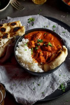 Tender chicken cooked in a rich, fragrant tomato-based curry sauce makes the perfect butter chicken. Perfect served with steamed rice and naan bread. I Love Food, Good Food, Yummy Food, Tasty, Indian Food Recipes, Asian Recipes, Butter Chicken Curry, Butter Chicken Recipe Authentic, Comida India