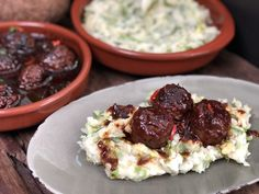 kip in bier gestoofd - Familie over de kook Pork Recipes, Recipies, Chili Sauce, Orzo, Stew, Foodies, Paleo, Food And Drink, Rice