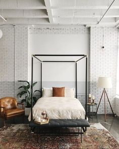 Inspiration for a modern farmhouse bedroom with a touch of industrial. If you… Inspiration for a modern farmhouse bedroom with a touch of industrial. If you're looking for ideas on how to decorate in the modern farmhouse style, I've got you covered! Modern Country Bedrooms, Modern Farmhouse Bedroom, Farmhouse Style, Farmhouse Design, Rustic Farmhouse, Bedroom Modern, Trendy Bedroom, Bedroom Country, Industrial Farmhouse