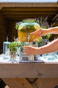 Zomerse drankjes voor een tropische week - Francesca Kookt Tropical Party, San Pellegrino, Tequila, A Food, Bbq, Cocktails, Cooking, Tableware, Lemonade