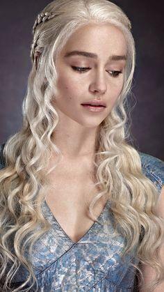 emilia clarke Daenerys Targaryen Wallpaper For Android Is Wallpaper > Yodobi Deanerys Targaryen, Danaerys Targaryen Hair, Daenerys Targaryen Makeup, Game Of Trone, Emilia Clarke Hot, Game Of Thrones Instagram, Game Of Throne Daenerys, Rides Front, Game Of Thrones Art