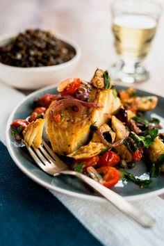 J'ai toujours aimé cuisiner le poisson. Avec la morue, par exemple, on peut se permettre tellement de choses! Ici, je vous propose une salsa niçoise goûteuse et bien relevée! Vous m'en donnerez des nouvelles! Fish Dishes, Seafood Dishes, Fish And Seafood, Confort Food, French Food, Fish Recipes, Bon Appetit, Meal Prep, Clean Eating