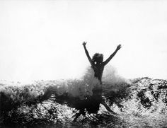 Summer living   young Tove in the waves by Per Olov Jansson ⠀⠀⠀⠀⠀⠀⠀⠀⠀ ⠀⠀⠀⠀⠀⠀⠀⠀⠀ #arelastudio #inspiration #tovejansson #summertime…