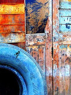 rust n dust- textures to portray more of a rural/rustic urban environment Urban Decay Photography, Texture Photography, Rust Never Sleeps, Peeling Paint, Rusty Metal, Elements Of Art, Texture Art, Wabi Sabi, Urban Art