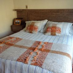 Orange and tan bed runner and pillows Loom Love, Bed Runner, Weaving Projects, Weaving Patterns, Tapestry Weaving, Weaving Techniques, Home Collections, Hand Weaving, Blanket