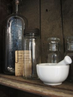 Vintage apothecary bits that never made it out of my bathroom ...