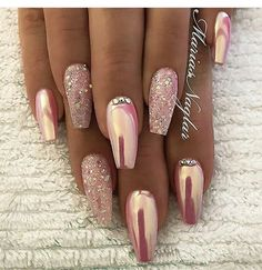 SMART NAIL ART DESIGNS FÜR DIESES JAHR – Nageldesign & Nailart, You can collect images you discovered organize them, add your own ideas to your collections and share with other people. Fancy Nails, Pink Nails, Cute Nails, Pretty Nails, Pink Chrome Nails, Chrome Nail Art, Rose Gold Glitter Nails, Pink Sparkle Nails, Coffin Nails Glitter