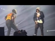 New post on Getmybuzzup- Drake Surprises Fans and Brings Out Eminem in Detroit [Video]- http://getmybuzzup.com/?p=687583- Please Share