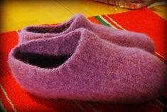 Flourishing!: Huovutetut tossut koko 39 Flourish, Mittens, Diy And Crafts, Knit Crochet, Knitting Patterns, Slippers, Socks, Handmade, Felting