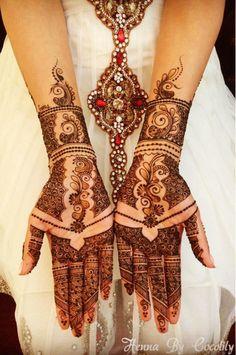 Photo: mehndi maharani finalist: Henna By Cocolily - Maharani Weddings Latest Bridal Mehndi Designs, Unique Mehndi Designs, Henna Designs Easy, Beautiful Mehndi Design, Henna Tattoo Designs, Mehandi Designs, Henna Tatoos, Henna Mehndi, Turtle Henna
