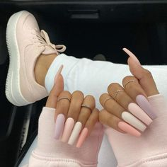 On average, the finger nails grow from 3 to millimeters per month. If it is difficult to change their growth rate, however, it is possible to cheat on their appearance and length through false nails. May Nails, Aycrlic Nails, Coffin Nails, Glitter Nails, Kylie Nails, Sparkle Nails, Gradient Nails, Summer Acrylic Nails, Best Acrylic Nails
