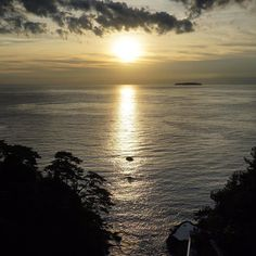 We do not remember days we remember moments. Cesare Pavese . #japan #travel #sunrise #ocean #sea #island #sun #light #reflection #sky #clouds #traveler #travelphotography #travelingram #traveller #beautiful #landscape