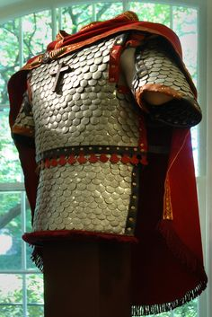 Byzantine armour - really like this. Could it be made out of washers? Medieval Costume, Medieval Armor, Medieval Fantasy, Armadura Medieval, Arm Armor, Body Armor, Roman Armor, Varangian Guard, Early Middle Ages