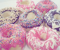 donuts for lovers Delicious Donuts, Yummy Food, Healthy Food, Top 10 Desserts, Dessert Recipes, Yummy Treats, Sweet Treats, Frost Donuts, Donuts Donuts